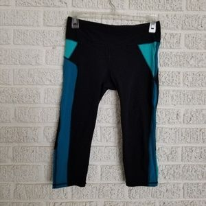 GAP Pants - Gap GFast Sprint Tech Capri's - Tech Black